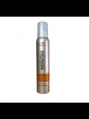 Wellaflex penové tužidlo na vlasy 200ml Frizz Control 4